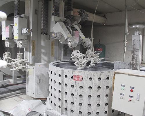 制壳机器人